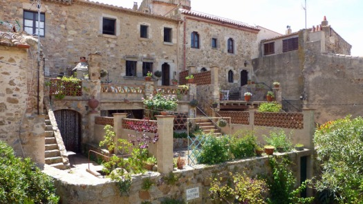 Homes within the walls of Vila Vella