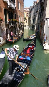 Gondoliers vie for canal space