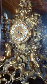 Gilded mantlepiece clock