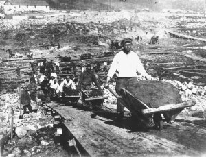 Gulag prisoners building the Moscow Canal
