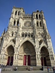 amiens church exterior