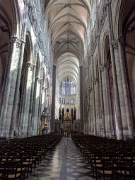 amiens church interior
