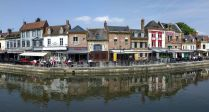 Restaurants along an Amiens canal